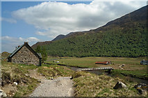 NH1320 : Athnamulloch and the footbridge over the Affric by Julian Paren