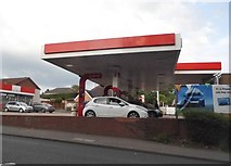 SO9672 : Esso garage on Birmingham Road, Bromsgrove by David Howard