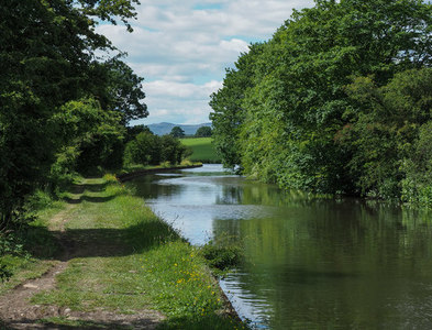 SD9553 : Leeds and Liverpool Canal heading west by Trevor Littlewood