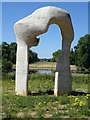 TQ2680 : The Henry Moore Arch and Kensington Palace by Philip Halling