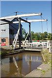 SJ5848 : Wrenbury Lift Bridge, Llangollen Canal by Stephen McKay