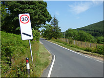 NS1181 : Speed limit countdown marker at Clachaig by Thomas Nugent
