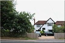 SU7524 : House on London Road, Sheet by David Howard