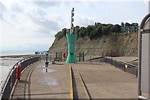 ST1972 : Beacon, eastern breakwater, Cardiff Bay by M J Roscoe