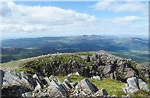 SH7013 : Gash at summit of Cyfrwy by Trevor Littlewood