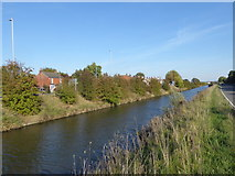 SK8975 : The Fossdyke Navigation at Saxilby by Marathon
