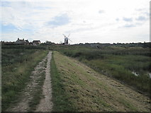 TG0444 : Norfolk  Coast  Path  approaching  Cley  next  the  Sea by Martin Dawes