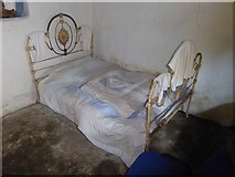 N5877 : Bed in Maggie Heaney's Cottage by Oliver Dixon