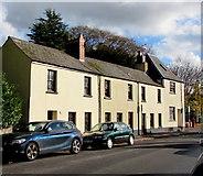 ST3390 : Row of houses, High Street, Caerleon by Jaggery