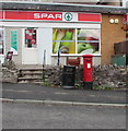 SO0429 : Queen Elizabeth II pillarbox outside Spar and Pendre Post Office, Brecon by Jaggery