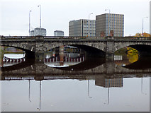 NS5964 : Victoria Bridge by Thomas Nugent