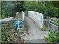 SE0923 : Footbridge across the railway on Mansion Lane, Halifax by Humphrey Bolton