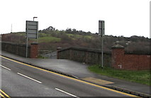 ST1599 : This way to Bargoed railway station by Jaggery