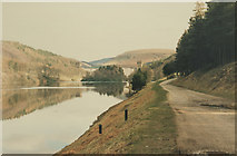 SK1789 : Top of Lady Bower looking at Derwent Dam by Malcolm Neal