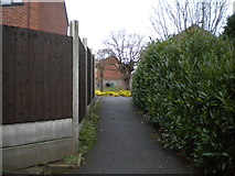 SO9568 : Footpath to Shepherds Walk, Charford by Richard Vince