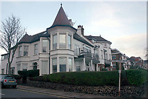 TQ8485 : Highcliff Drive & Grand Parade, Leigh-on-Sea by David Kemp