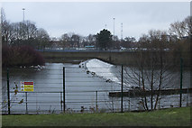 SK3536 : The weir on the River Derwent by Malcolm Neal
