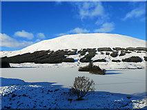 NH0952 : Islands in frozen Loch Sgamhain by Julian Paren