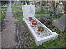 TQ2075 : The grave of James and Edith O'Brien in St Mary Magdalen's RC Churchyard by Marathon