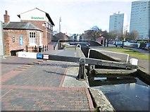 SP0686 : Birmingham, Top Lock by Mike Faherty