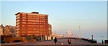 TQ2804 : King's Esplanade, Hove by Simon Carey