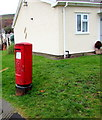 SO0603 : Queen Elizabeth II pillarbox, Duffryn Road, Pentrebach by Jaggery
