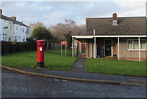 ST2896 : Queen Elizabeth II pillarbox, Mount Pleasant Road, Cwmbran by Jaggery