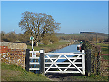 SU2562 : Gate onto the Towpath by Des Blenkinsopp