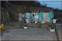 TF5085 : Decorative thrones at end of promenade by M J Roscoe