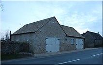 SP1106 : New barn on the B4425, Arlington by David Howard