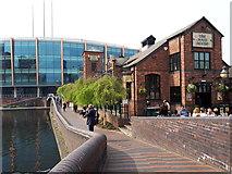 SP0686 : The Malt House pub beside the Birmingham & Fazeley Canal by Vieve Forward