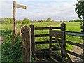 TQ5203 : Footpath Sign near Lullington Road by PAUL FARMER
