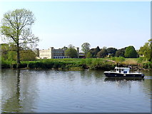 TQ1776 : River Thames & Syon House by Andrew Curtis
