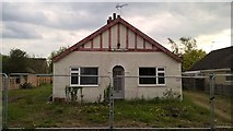 TF1505 : Bungalow awaiting demolition on Peakirk Road, Glinton by Paul Bryan