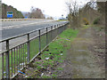 NS3972 : Footpath alongside the A8 at Westferry by Thomas Nugent