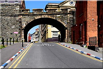 C4316 : Arch, city walls, Derry / Londonderry by Kenneth  Allen