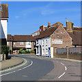 SZ5089 : Newport: a bend in Sea Street by John Sutton