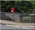 ST1599 : Queen Elizabeth II postbox on an Aberbargoed corner by Jaggery