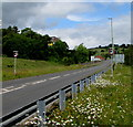 ST1599 : Start of the 40 zone, Station Road, Bargoed by Jaggery