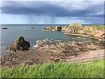 NT6779 : Doo Rock and Dunbar Harbour Entrance by Jennifer Petrie