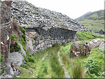SH5645 : Overhanging wall at Gorseddau quarry by Gareth James