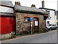 SO0428 : Unffordd/One Way sign, Glamorgan Street, Brecon by Jaggery
