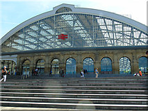 SJ3590 : Lime Street station by Carroll Pierce