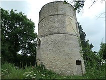 SO9700 : Coates round house, north side, Thames and Severn Canal by Christine Johnstone