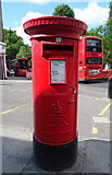 TQ3386 : Elizabeth II postbox, Stoke Newington Railway Station by JThomas
