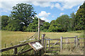 SU6561 : Gate on the Silchester Trail by Des Blenkinsopp