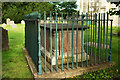 SU8346 : Chest tomb, St Andrew's churchyard, Farnham by Derek Harper