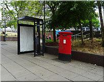 SU1584 : Double aperture Elizabeth II postbox and telephone kiosk on Fleming Way, Swindon by JThomas