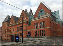 SJ8498 : Manchester Crown Court by habiloid
