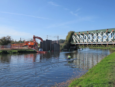 TL4760 : Ditton Meadows: piling for the new cycle bridge by John Sutton